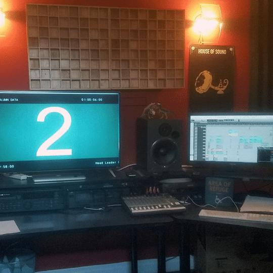 audio_work_studio_1x1